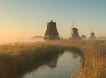 与风车的日出 免版税图库摄影