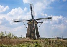 与风车的美丽如画的风景 免版税库存图片