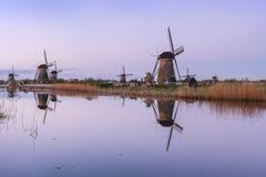 与风车的荷兰风景 免版税库存图片