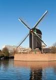与风车的经典荷兰风景 库存照片