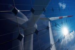 与风轮机的反射的太阳电池板 库存照片