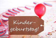 与飘带,气球, Kindergeburtstag的标签意味生日聚会 免版税库存图片