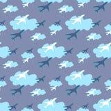 与飞机的无缝的样式在天空背景传染媒介 免版税图库摄影
