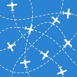 与飞行在蓝色的飞机的无缝的背景 库存照片