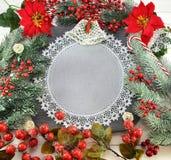 与餐巾和圣诞节装饰的庆祝的边界 库存图片