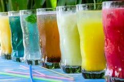 与饮料的七块玻璃 库存图片
