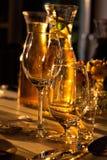 与饮料的宴会桌 库存图片