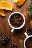 与香料,橙色和橙风味的热巧克力 免版税库存图片