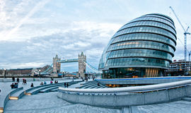与香港大会堂,塔桥梁,英国,英国的伦敦都市风景 库存照片