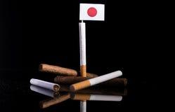 与香烟和雪茄的日本旗子 库存照片