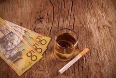 与香烟的威士忌酒 库存照片