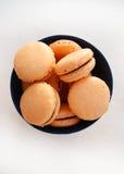 与香草奶油的蛋白杏仁饼干 库存图片