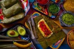 与香蕉叶子的玉米粽子墨西哥食谱 库存照片