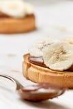 与香蕉和巧克力奶油的多士 库存照片