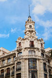 与马德里鞋带前面的历史建筑  免版税库存图片