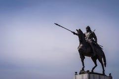 与马的男性战士雕象 库存照片