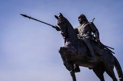 与马的男性战士雕象 免版税库存图片