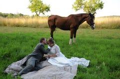 与马的野餐 免版税库存照片