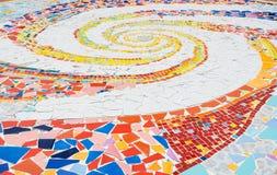 与马赛克和陶瓷砖的地板装饰 库存照片