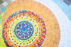 与马赛克和陶瓷砖的地板装饰 免版税库存图片