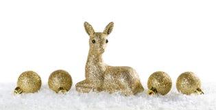 与驯鹿和圣诞节球的圣诞节背景 免版税库存图片