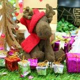 与驯鹿玩偶的圣诞节装饰 免版税库存图片