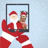与驯鹿的圣诞老人selfie 库存图片