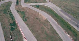 与驾驶电影神色沥青的角落冠军的小汽车赛轨道空中英尺长度烧了轮胎阴天高速co 股票视频