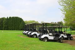 与高尔夫球场的休闲和室外活动背景 库存照片