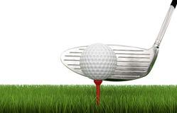 与高尔夫球的高尔夫俱乐部在发球区域 图库摄影
