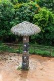 与高度标度的水泥做的被模仿的树 库存照片