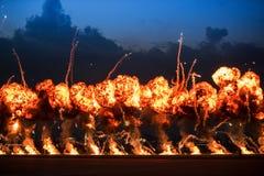与高爆炸力的火力突破的Airshow示范 库存图片