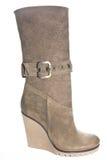与高跟鞋的妇女的绒面革低起动变褐(红色)颜色 免版税图库摄影