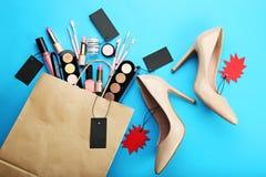 与高跟鞋鞋子的构成化妆用品 库存图片