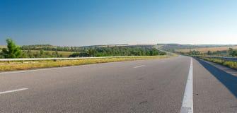 与高速公路的早晨风景 免版税图库摄影