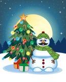 与髭穿绿色顶头盖子和绿色围巾有圣诞树的和满月的雪人在您的Desi的夜背景 免版税库存图片