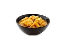 与鱼和菜的黄色热的酸汤 库存照片