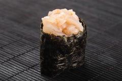 与鱼和tobiko的Gunkan 库存照片