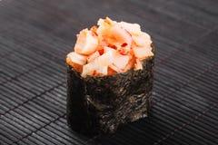 与鱼和tobiko的Gunkan 免版税库存图片