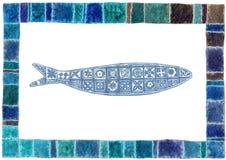 与鱼的手拉的后面明信片 免版税库存照片