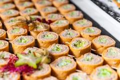 与鱼酱的滚动的开胃菜 库存照片