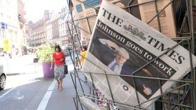 与鲍里斯・约翰逊的时期报纸盖子的 股票视频