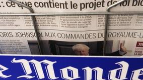 与鲍里斯・约翰逊的法国世界报报纸盖子的 股票录像