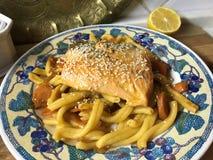 与鳟鱼的Casarecce面团在橙色卤汁 库存图片