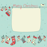 与鸟、袜子、手套和帽子的圣诞卡 库存照片