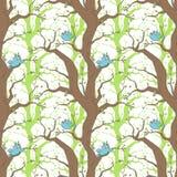 与鸟和树的样式 免版税库存图片