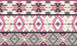 与鸟和arr的无缝的五颜六色的阿兹台克模式 免版税库存照片
