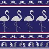 与鸟的无缝的纹理在蓝色背景 免版税库存图片