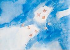 与鸟的水彩在与白色云彩的蓝天 库存照片