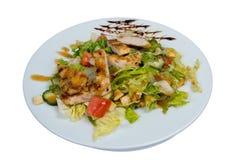 与鸡内圆角的菜沙拉 免版税库存图片
